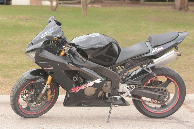 2003 Black Kawasaki Ninja ZX-6R