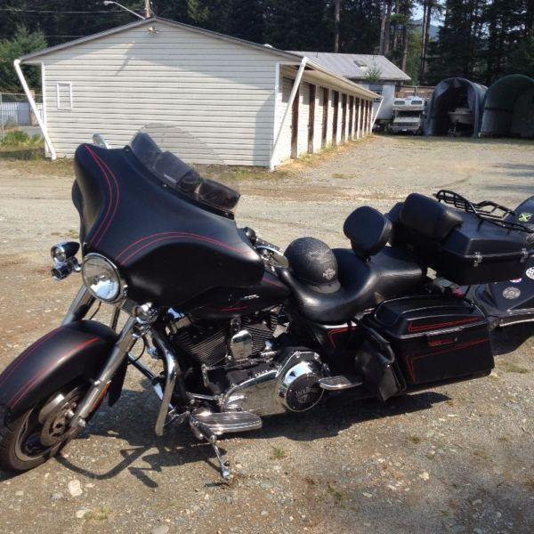 Jack Daniel Theme Streetglide FLHX with Tow Behind Trailer