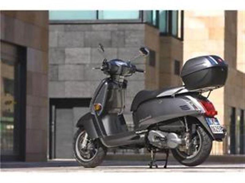voire le magasin de scooter brick7 motorcycle. Black Bedroom Furniture Sets. Home Design Ideas