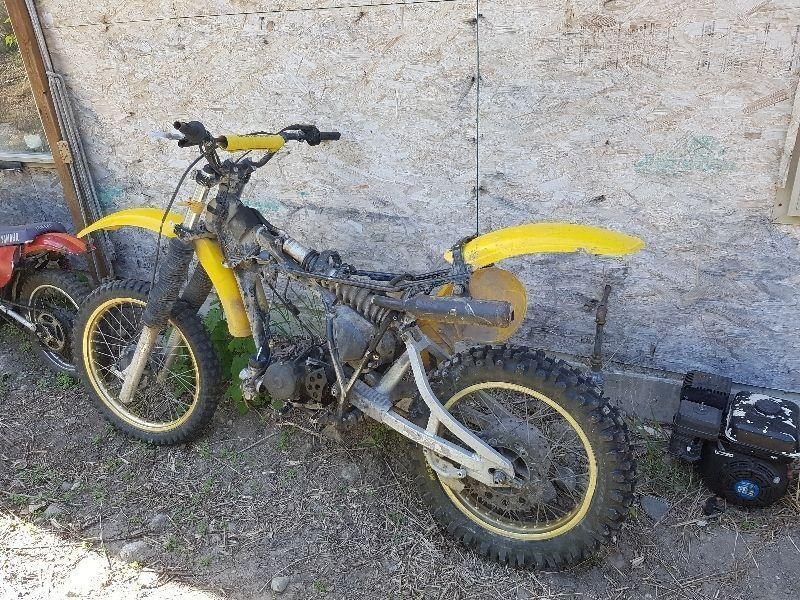 two old yamaha 250 cc dirtbikes