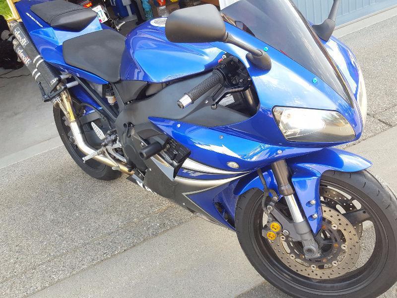 03 Yamaha R1