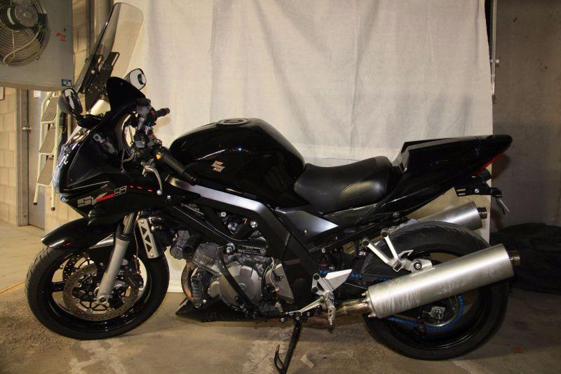 Well maintained black 2007 SV1000S with numerous extras