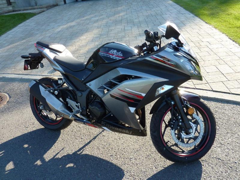 Kawasaki Ninja 300EX ABS Spécial Édition - ÉTAT NEUF!