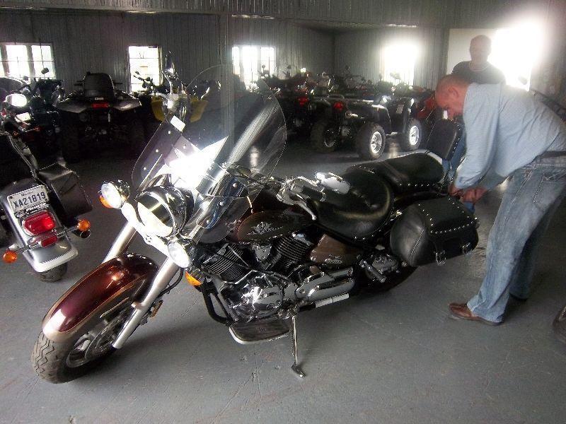Moto Yamaha V-Star 1100CC