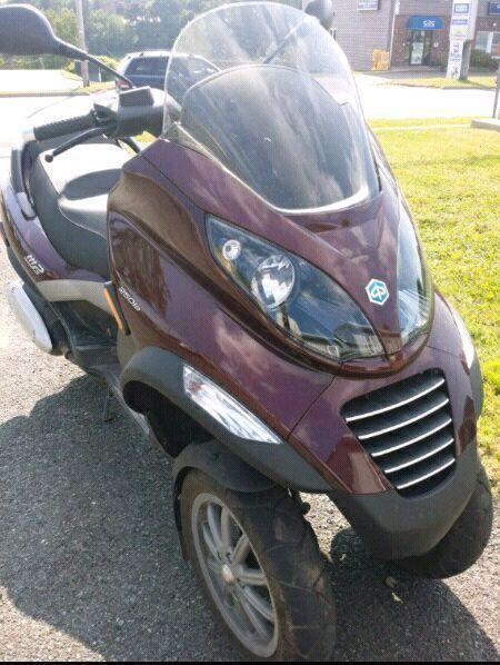 Vespa 3 wheel scooter Piaggio mp3 250cc