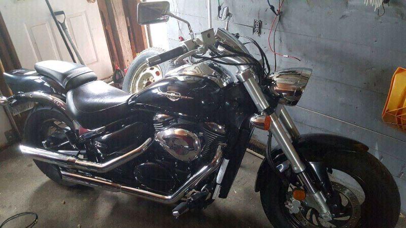 2005 suzuki boulevard 800cc ( 3000$ firm)