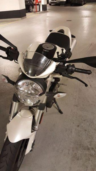 ducati monster 696 8000km only with 2 keys