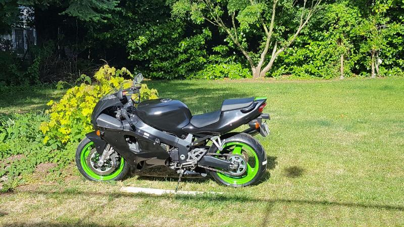 For Sale 1999 Kawasaki Ninja ZXR LOW KM