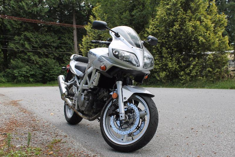 Silver Suzuki SV650s 2003 (needs new chain + tires)