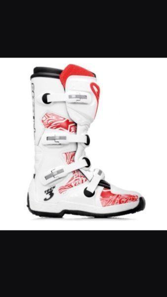 Wanted: Dirt bike boots