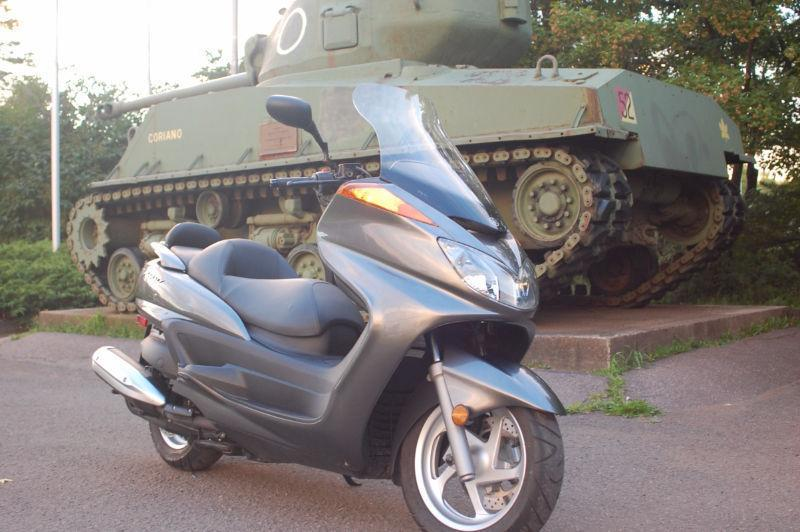 2010 YAMAHA MAJESTY MEGA SCOOTER (NEAR MINT)