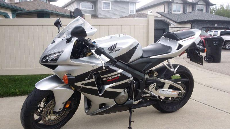 2005 cbr600rr clean active title, garage kept well cared for!!