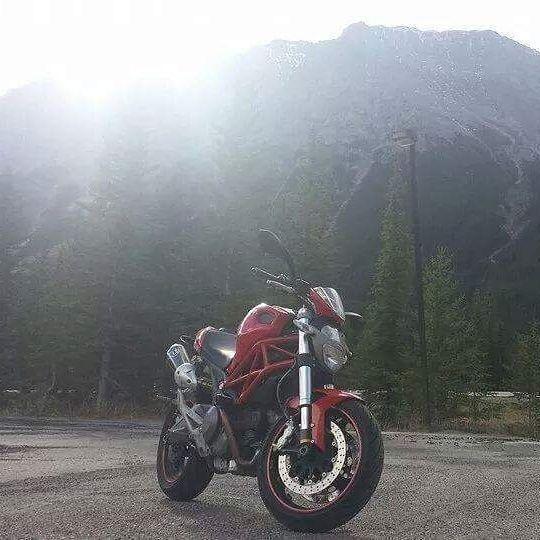 2011 Ducati Monster 696 + gear