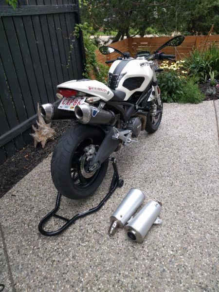 Ducati Monster 696 Pearl White
