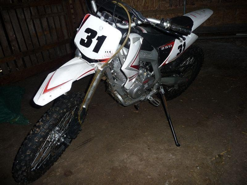 250 cc dirt bike lots of power