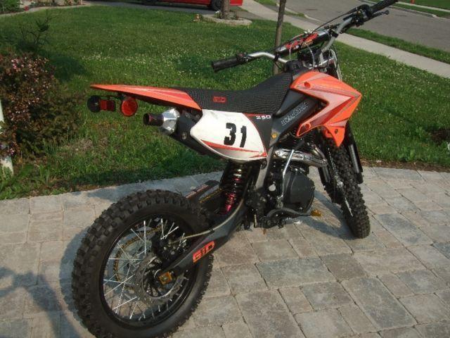250cc Gio dirt bike for sale in brampton 416-919-4765